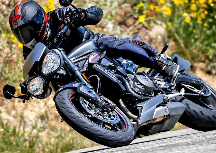 Moto avec pneu Michelin Road 5